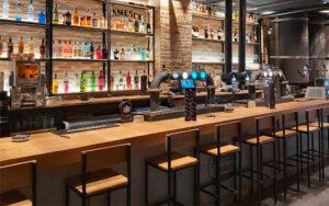 barra de restaurante cervecería para comidas en el centro de Valencia
