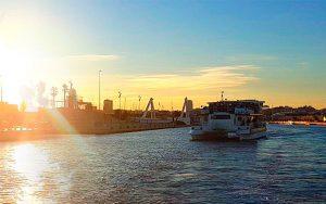 fiesta en crucero en catamaran con comida y baño en Valencia