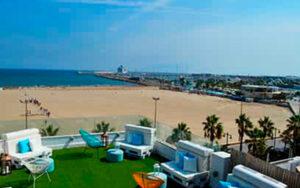 terraza de restaurante para comida y tardeo en la playa de Valencia
