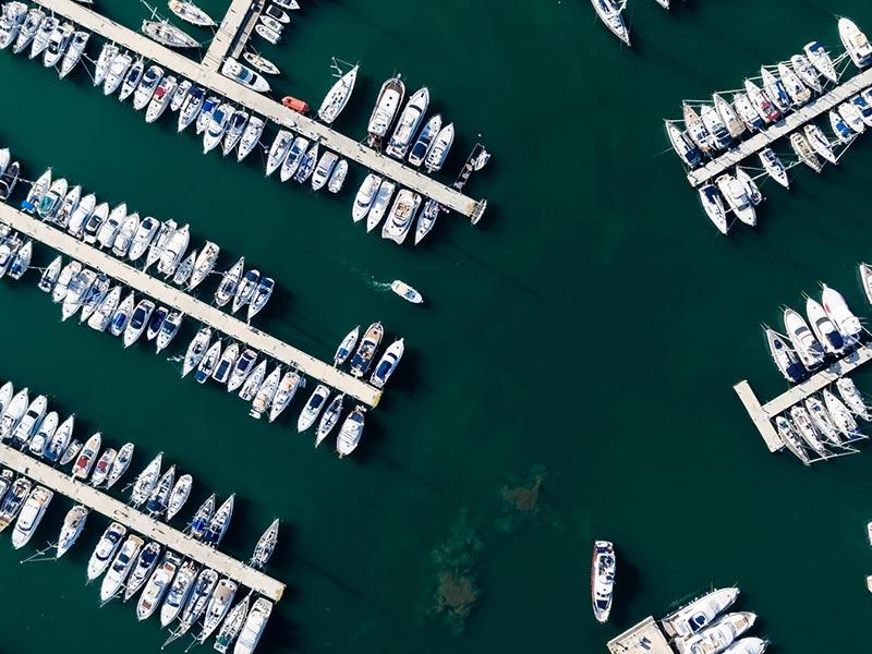 vista aerea del puerto de Denia con embarcaciones