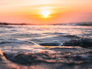 Puesta de Sol desde yate de lujo en la Costa Blanca de Dénia